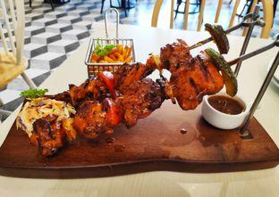 Foto 1 - Makanan(Giant Chicken Shashlik) di Briosse Kitchen & Coffee oleh melisa_10