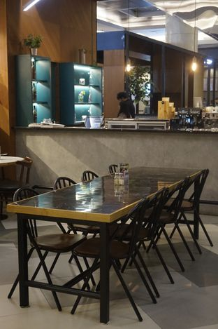 Foto 2 - Interior di The Goods Cafe oleh yudistira ishak abrar