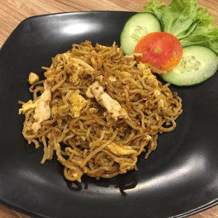 Foto 1 - Makanan(Bakmi Goreng Original) di OTW Food Street oleh Anne Yonathan