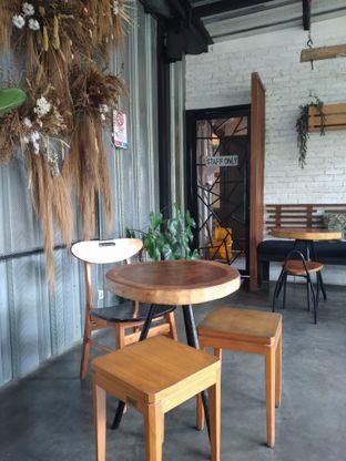 Foto 8 - Interior di Popolo Coffee oleh deasy foodie