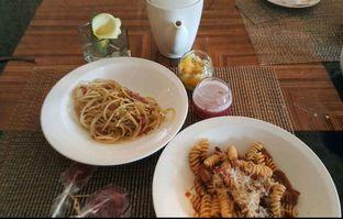 Foto 1 - Makanan di The Cafe - Hotel Mulia oleh heiyika