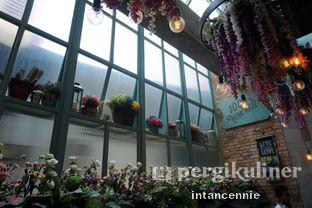 Foto 7 - Interior di The Garden oleh bataLKurus