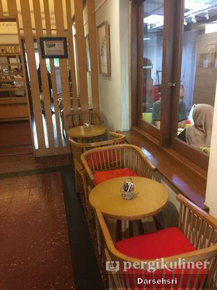 Foto 13 - Interior di Mom's Artisan Bakery oleh Darsehsri Handayani