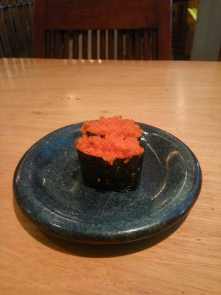 Foto 3 - Makanan(Tobbiko Gunkan Sushi) di Sushi Tei oleh Fadhlur Rohman