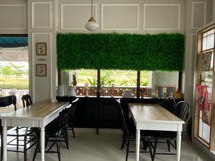 Foto 13 - Interior di Homey Koffee oleh feedthecat