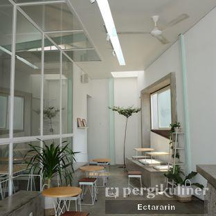 Foto 7 - Interior di Threelogy Coffee oleh Ectararin
