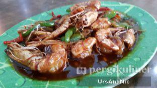 Foto 3 - Makanan(Udang goreng mentega) di Makassar Seafood Pelangi oleh UrsAndNic