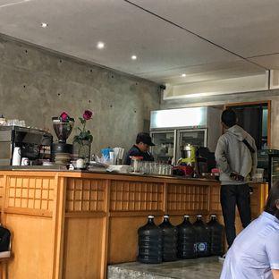Foto 5 - Interior di Monkey Tail Coffee oleh Lydia Adisuwignjo