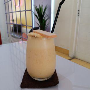 Foto 4 - Makanan(Banana manggo smoothie) di Tjarani Cafe oleh Kuliner Limited Edition
