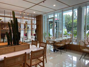 Foto 9 - Interior di Dailydose Coffee & Eatery oleh Jeljel