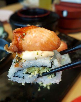 Foto 4 - Makanan(Fried Salmon Roll) di Sushi Tei oleh Gembuli Tan