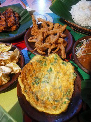 Foto 2 - Makanan(Jamur Goreng & Telur Dadar) di Waroeng SS oleh Angela Debrina