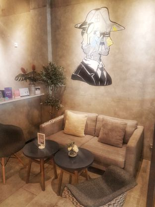 Foto 9 - Interior di Phos Coffee oleh foodXpression