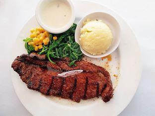 Foto review Holycow! STEAKHOUSE by Chef Afit oleh Mariska Regina Dermawan 1