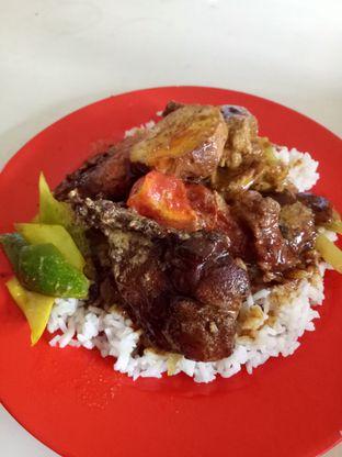 Foto 1 - Makanan di Nasi Kari Akiat oleh @duorakuss