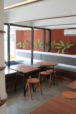 Foto 9 - Interior di Routine Coffee & Eatery oleh Prido ZH