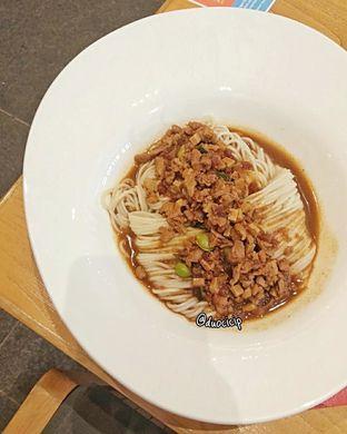 Foto 8 - Makanan(Mie Saus Cha Jiang) di Din Tai Fung oleh felita [@duocicip]