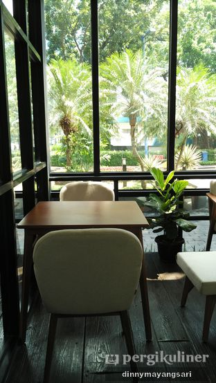 Foto 8 - Interior di Simetri Coffee Roasters oleh dinny mayangsari