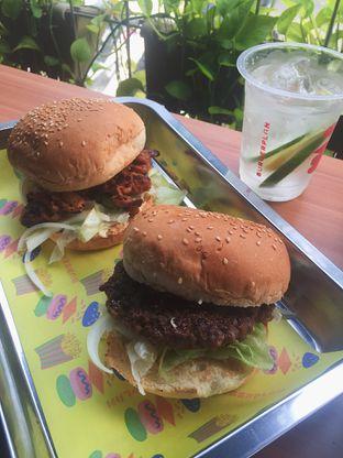 Foto 1 - Makanan di Burger Plan oleh Fitriah Laela