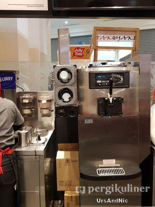 Foto 6 - Interior di McDonald's Ice Cream oleh UrsAndNic