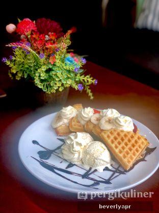 Foto 3 - Makanan(waffle) di Cha-Cha Cafe oleh beverlyapr