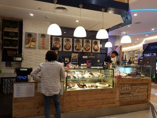 Foto 6 - Interior di Sophie Authentique French Bakery oleh ig: @andriselly