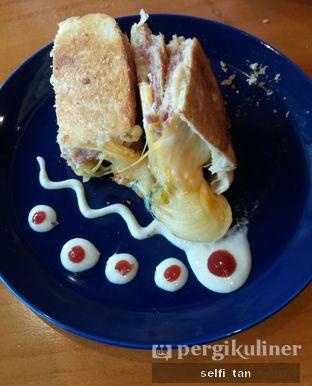 Foto 2 - Makanan di Colleagues Coffee x Smorrebrod oleh Selfi Tan