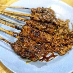 Foto 2 - Makanan(Sate daging manis) di Sate Babi Ko Encung oleh Stellachubby
