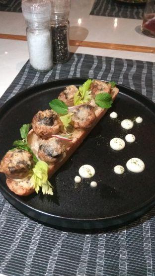Foto review Collin's oleh Renodaneswara @caesarinodswr 1