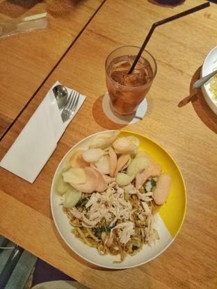 Foto 6 - Makanan(paket mie goreng) di Wok 'N' Tok - Yello Hotel Jemursari Surabaya oleh Ratu Aghnia