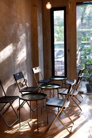 Foto 17 - Interior di Diskusi Kopi dan Ruang Berbagi oleh yudistira ishak abrar