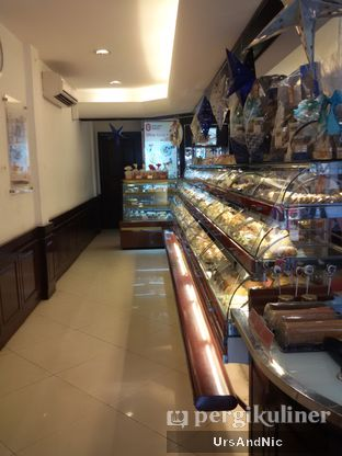 Foto 4 - Interior di Holland Bakery oleh UrsAndNic