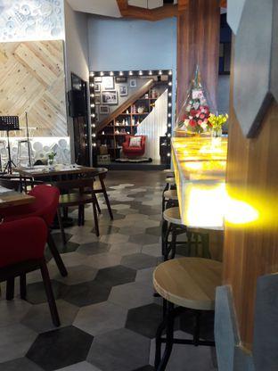 Foto 6 - Interior di Oh! Cafe oleh Nisanis