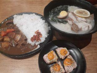 Foto - Makanan(Salmon Karamayo Caramel Yuzu Ramen Curry Rice ) di Sushi Tei oleh Roy Moni