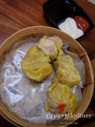 Foto 5 - Makanan(Siomay Udang) di Warung Kopi Limarasa oleh Rifky Syam Harahap   IG: @rifkyowi