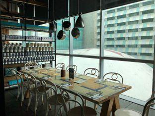 Foto 4 - Interior di Social House oleh om doyanjajan
