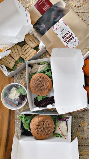 Foto - Makanan di Burgreens Eatery oleh Isabella Chandra