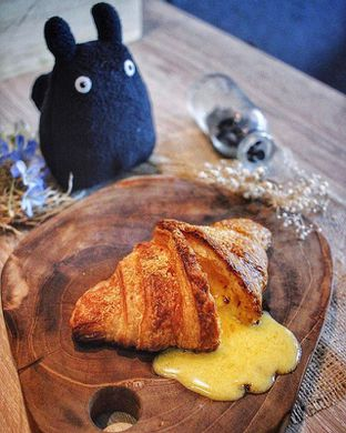 Foto - Makanan(Salted Egg Croissant) di Say Something Coffee oleh Herry Salim @Ncekkuliner