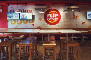 Foto 4 - Interior di Flip Burger oleh Indra Mulia