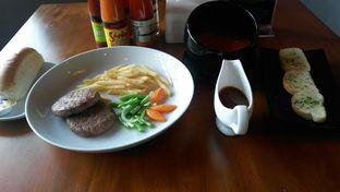 Foto 5 - Makanan di Bernardi The Factory Shop & Resto oleh Nisanis