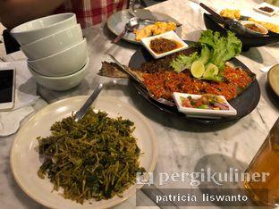 Foto 1 - Makanan(bunga pepaya & ikan bakar rica) di Restaurant Baku Sayang oleh Patsyy