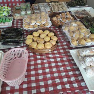 Foto 8 - Makanan di Dandy Bakery oleh Michael Wenadi