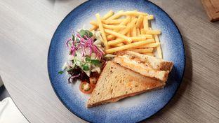 Foto 4 - Makanan(Smoked Chicken Sandwich (IDR 50,000 - Nett)) di Lula Bakery & Coffee oleh Rinni Kania