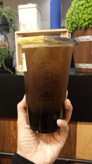 Foto 2 - Makanan(Brown Sugar Greentea with Bobba) di Tiger Sugar oleh Ratu Aghnia