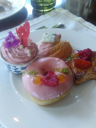 Foto 2 - Makanan di Arts Cafe - Raffles Jakarta Hotel oleh Renodaneswara @caesarinodswr