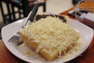 Foto 3 - Makanan(Roti Chocolate Keju) di Warunk UpNormal oleh Novita Purnamasari