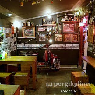 Foto 6 - Interior di Bakmie Loncat oleh Asiong Lie @makanajadah
