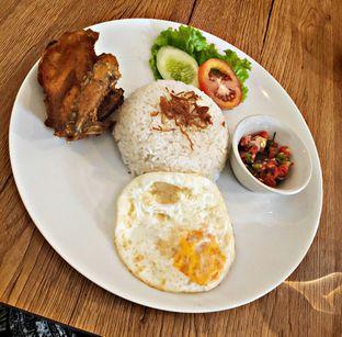 Foto - Makanan(Nasi Ayam Sambal Matah) di Bruins Coffee oleh Nathania Kusuma