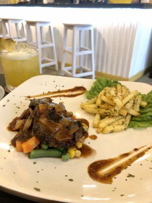 Foto 3 - Makanan di Alooen Alooen Cafe and Coffee oleh kdsct