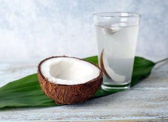 Tak Hanya Enak Diminum, Ini Manfaat Air Kelapa untuk Masakan!